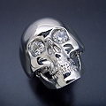 スカルをモチーフとした少し小さくて可愛い婚約指輪[No7648]