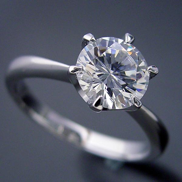 1カラット版:6本爪ティファニーセッティングタイプの婚約指輪