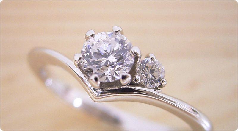 人気ランキングトップの婚約指輪!