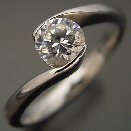 抱き合わせ伏せこみタイプの婚約指輪