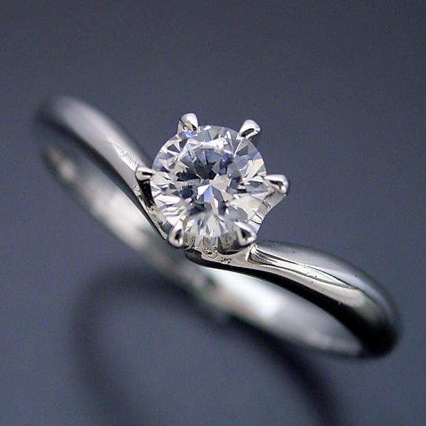 6本爪Vラインデザインの婚約指輪