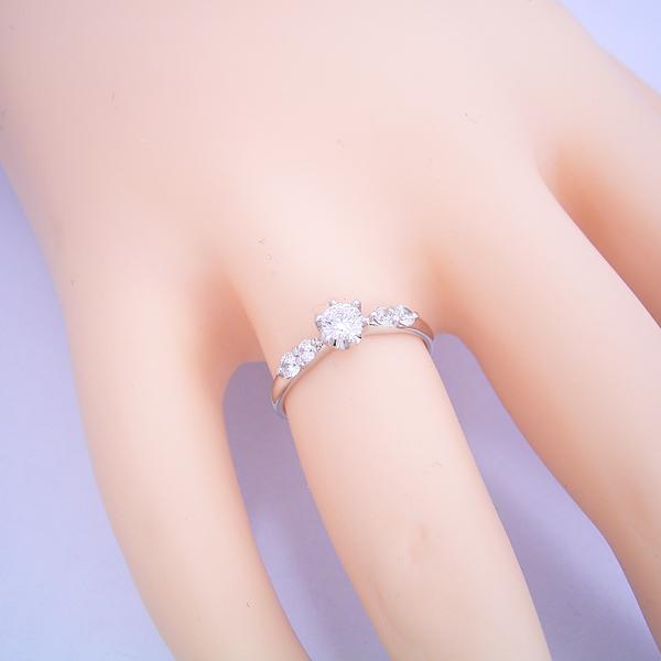 6本爪サイド2Pメレデザインの婚約指輪