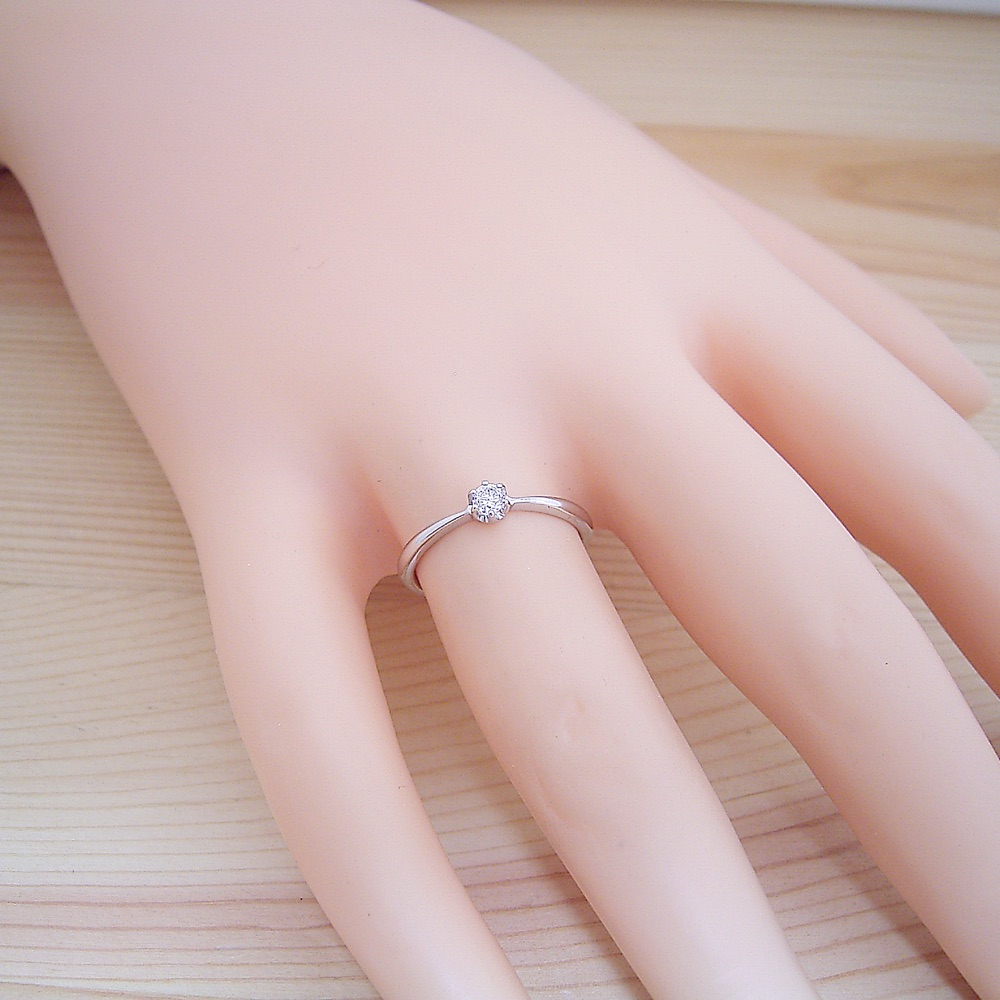 シンプルティファニーセッティングリング婚約指輪