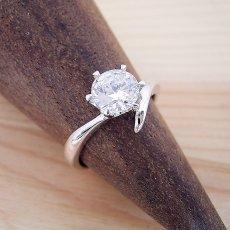 画像4: 1カラット版:6本爪Vラインタイプの婚約指輪 (4)