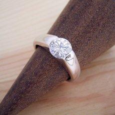 画像2: 1カラット版:甲丸リングにダイヤモンドを埋め込んだ婚約指輪 (2)
