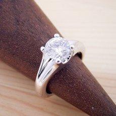 画像2: 1カラット版:隠れた4本爪デザインの婚約指輪 (2)