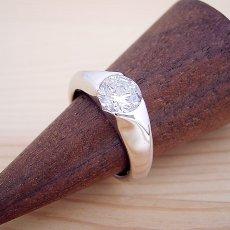 画像2: 1カラット版:絶妙なラインを描く婚約指輪 (2)