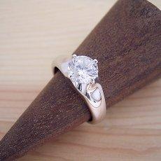 画像2: 1カラット版:雫の王冠をイメージした婚約指輪 (2)