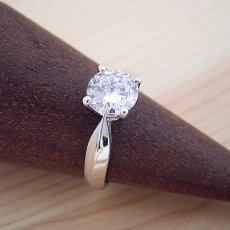 画像2: 1カラット版:4本爪の新しいデザインの婚約指輪 (2)