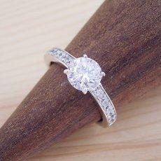 画像2: ブランドジュエリーのエンゲージリングのような婚約指輪 (2)