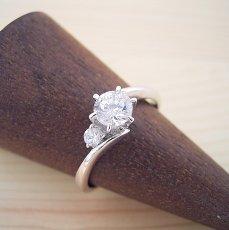 画像2: 誕生石を入れる事が出来る婚約指輪 (2)