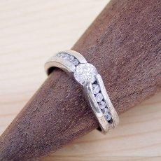 画像2: 緻密な計算で作られた婚約指輪 (2)