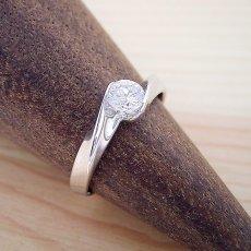 画像3: 面がシャキッとして硬質な婚約指輪 (3)