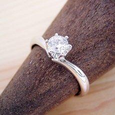 画像2: 6本爪Vラインデザインの婚約指輪 (2)