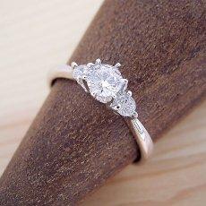 画像3: 6本爪サイドメレスリーストーンタイプの婚約指輪 (3)