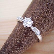 画像3: 6本爪サイド2Pメレデザインの婚約指輪 (3)