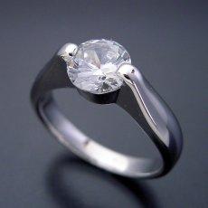 画像3: 1カラット版:2点留め伏せこみタイプの婚約指輪 (3)