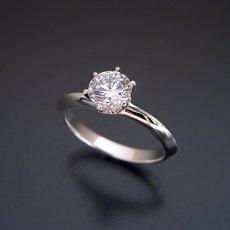 画像4: 1カラット版:どの指輪のデザインとも違う、6本爪ティファニーセッティングタイプの婚約指輪 (4)