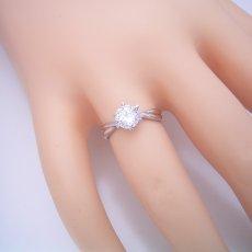 画像5: 1カラット版:シンプルにデザインされている婚約指輪 (5)