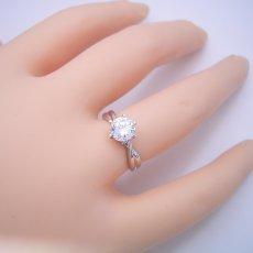 画像6: 1カラット版:シンプルにデザインされている婚約指輪 (6)