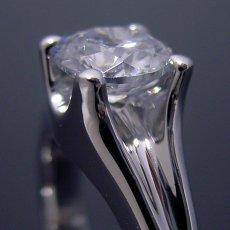 画像4: 1カラット版:隠れた4本爪デザインの婚約指輪 (4)