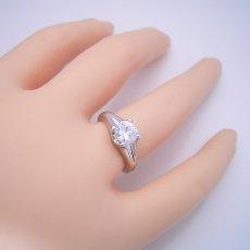 画像6: 1カラット版:隠れた4本爪デザインの婚約指輪 (6)