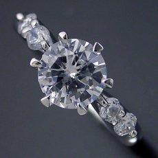 画像3: 1カラット版:6本爪サイド2Pメレデザインの婚約指輪 (3)