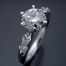 画像4: 1カラット版:6本爪サイド2Pメレデザインの婚約指輪 (4)