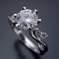画像1: 1カラット版:天使の羽デザイン6本爪の婚約指輪 (1)