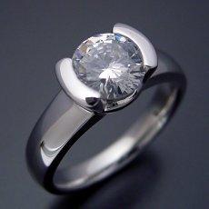 画像1: 1カラット版:ごつしっかり伏せこみタイプの婚約指輪 (1)