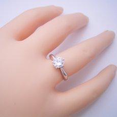 画像4: 1カラット版: 珍しい5本爪の婚約指輪 (4)