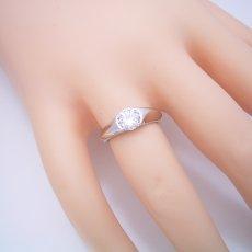 画像5: 1カラット版:絶妙なラインを描く婚約指輪 (5)