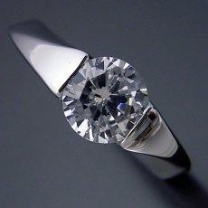 画像1: 1カラット版:もの凄くスタイリッシュなデザインの婚約指輪 (1)