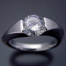 画像4: 1カラット版:もの凄くスタイリッシュなデザインの婚約指輪 (4)