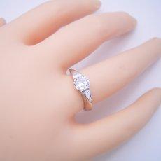 画像6: 1カラット版:もの凄くスタイリッシュなデザインの婚約指輪 (6)
