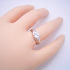 画像6: 1カラット版:少し変わった伏せこみタイプの婚約指輪 (6)