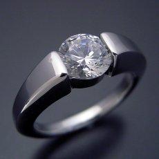 画像3: 1カラット版:スッキリとスタイリッシュな婚約指輪 (3)