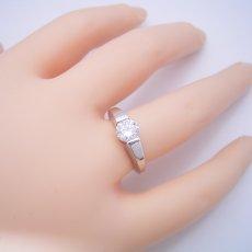 画像6: 1カラット版:スッキリとスタイリッシュな婚約指輪 (6)