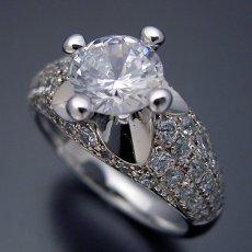 画像1: 1ct版:柔らかい印象の可愛い婚約指輪 (1)
