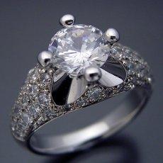 画像3: 1ct版:柔らかい印象の可愛い婚約指輪 (3)