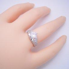 画像6: 1ct版:柔らかい印象の可愛い婚約指輪 (6)