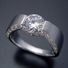 画像2: 1ct版:堂々とした婚約指輪 (2)