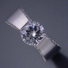 画像3: 1ct版:堂々とした婚約指輪 (3)