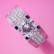 画像4: 1カラットダイヤモンドの大きさを生かした婚約指輪 (4)
