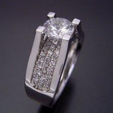 画像3: 1カラットダイヤモンドの大きさを生かした婚約指輪 (3)