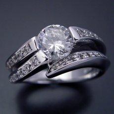 画像2: 1カラットらしいデザインを考えた婚約指輪 (2)