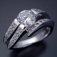 画像3: 1カラットらしいデザインを考えた婚約指輪 (3)