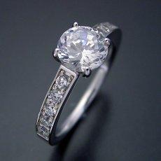 画像1: ブランドジュエリーのエンゲージリングのような婚約指輪 (1)