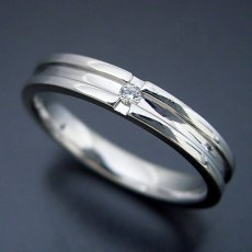 画像2: シンプルなクロスラインのダイヤモンド入り結婚指輪 (2)
