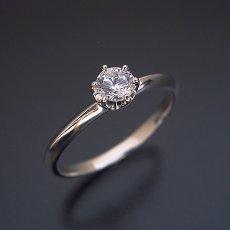 画像2: どの指輪のデザインとも違う、6本爪ティファニーセッティングタイプの婚約指輪 (2)